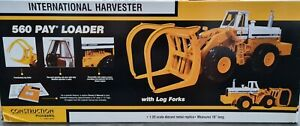 First Gear 560 Pay Loader with Log Forks 1:25