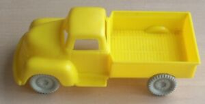 VINTAGE 1960's MARX FREIGHT TERMINAL STATION SHED FARM DELIVERY OR PICK-UP TRUCK