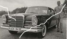 18x10cm Archiv Foto 1963 Helmut Haller mit Mercedes 300 SE W112 Heckflosse photo