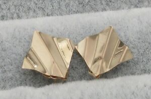 SOLID 14k Yellow GOLD Wavy Geometric Stud Earrings- 0.4 g TW- NO RESERVE!
