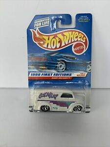 Hot Wheels 1998 #645 First Editions 10/40 GOT MILK DAIRY DELIVERY White NIB *
