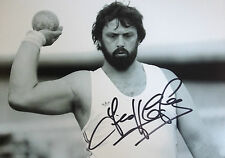 GEOFF CAPES - OLYMPIC FIELD ATHLETE - EXCELLENT SIGNED B/W PHOTO