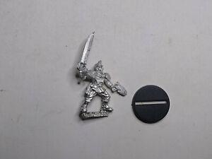 40K Imperial Guard- 1x Cadian Lieutenant (C). Metal. OOP