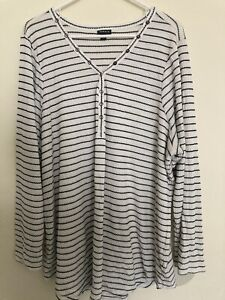 Torrid Size 5 White & Black Striped Top V-Neck  3/4 sleeve Shirt