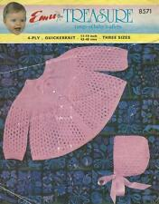 """Em8571 bébés 4ply ou QK Cardigan & bonnet tricot motif 17-19 """" / 43-48cm"""