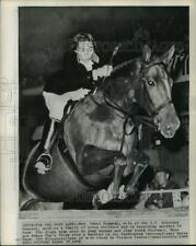 1961 Press Photo Mrs. Ethel Kennedy Riding Horse at Washington Horse Show