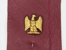Epinglette à motif d'aigle d'époque second empire. Présenté sur lanière de cuir.