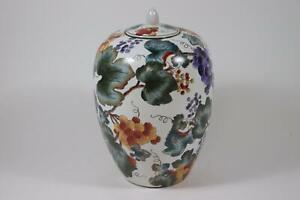 Große chinesische Deckelvase Porzellan handbemalt Schmetterlingsdekor RK182