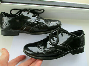 Girls Clarks black patent laced brogue style school shoes U.K. 1 (EUR33W) G fit