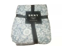 """DKNY Etched Floral Super Soft Throw Blanket Size 50""""x70"""" 127cm x 178cm Brand New"""