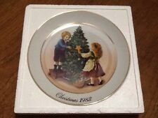 "2nd Edition 1982 Avon Christmas Memories ""Keeping The Christmas Tradition"" Plate"