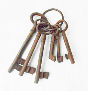 Set of 6 Keys on Ring - Cast Iron Metal Old Style Ornament Cafe Home Decoration