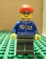 LEGO MINI -TOWN CITY–GAS STATION–OIL–BLUE, DK BLUE-GRAY LEGS, RED CAP - NEW