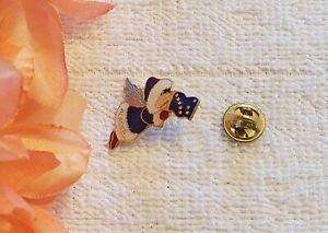 VINTAGE STYLE LAPEL PIN ALASKA FLAG ANGEL DRESSED IN WARM CLOTHING WINGS FL VL-U