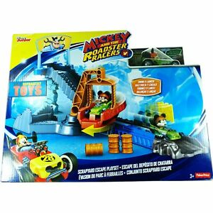 Mickey And The Roadster Racers SCRAPYARD ESCAPE PLAYSET green diecast mickey car