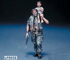Legend 1/35 US Soldier with a Vietnamese Child on his shoulder (Vietnam) LF0032