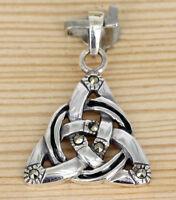 Handmade Irisch Connemara Marmor Trinität Knoten Anhänger Mit Olive Kristalle
