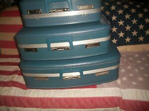 VTG Blue Luggage/Suitcase Lot of Three with Keys Nesting/Stack or Store~