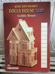 Casa delle bambole di legno da costruire, stile gotico, scala 1/24