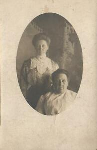 1920's ORIGINAL 2 WOMEN LADIES or MOTHER and DAUGHTER PHOTO POSTCARD
