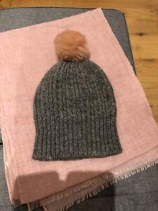New woolgrey  hat & pink scarf