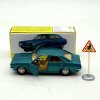 Atlas 1:43 Dinky Toys 1409 SIMCA 1800 Pre-Serie Diecast models car