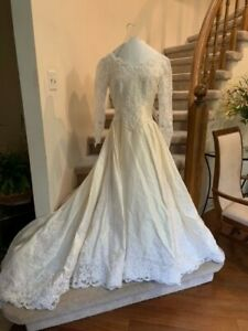 Vintage Jim Hjelm Ivory Silk Lace Wedding Dress with Train