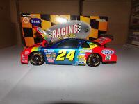1/24 JEFF GORDON #24 DUPONT  BW/BANK 1997 ACTION NASCAR DIECAST