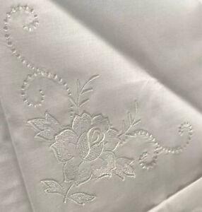 Vintage 2x Kissenbezüge weiß Stickerei Aussteuer Rosen Paradekissen Naturfaser