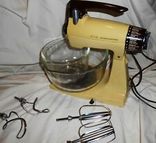 VINTAGE ORIGINAL SUNBEAM MIXMASTER YELLOW/BROWN FIRE KING BOWLS 4 BEATERS
