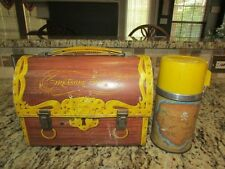 VINTAGE GOOD RARE OLD 1961 TREASURE CHEST METAL DOME LUNCHBOX & THERMOS