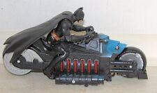Batman en moto con capa de goma y pistolas de torpedo (lo siento no t 's) DC Comics