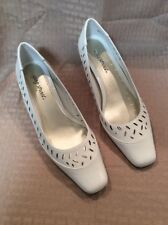 New Without Box Easy Street Womens Dress Pumps With Heel Size 8W Color White
