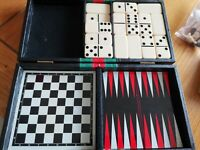VINTAGE GAME COMPENDIUM COMPLETE IN LEATHER TRAVELCASE BACKGAMMON DOMINO+CAMPING