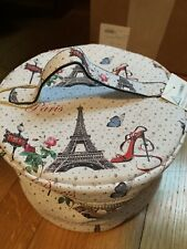 Nwt - Paris themed MakeUp/Toiletries bag