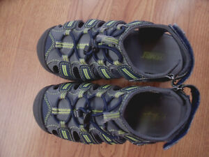 Khombu Dillon Boys Youth Water Sandals Hiking Shoes Sz13 Gray Fluorescent Green