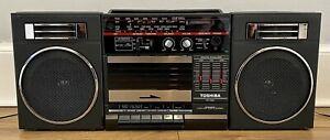 TOSHIBA RT-7025 RADIO CASSETTE PLAYER BOOMBOX GHETTO BLASTER RETRO RARE VINTAGE