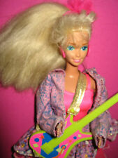 B329-ALTE BARBIE AND THE BEAT #2751 MATTEL 1990 ORIG. KLEIDUNG OHNE HAARSPANGE