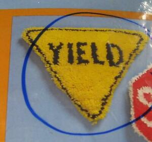 1978 Creative Circle Latch Hook KIT 1816 YIELD SIGN Pillow in Yellow & Black
