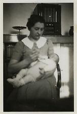 PHOTO ANCIENNE - VINTAGE SNAPSHOT - ENFANT BÉBÉ BIBERON POSTE RADIO TSF - CHILD
