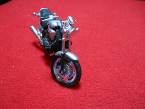 Maisto Yamaha VMax Motorcycle 1:18 Scale Die Cast Loose
