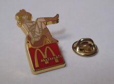 pin's pin up cow girl - mcdonald's (zamac doré signé Mac Donald's Suisse)