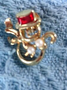 NOS AVON GOLD SNOWMAN WEARING RED TOP HAT WITH PEARLS LAPEL PIN