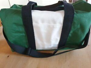LACOSTE PARFUMS Tasche/Sporttasche, grün/weiß, neu/unbenutzt