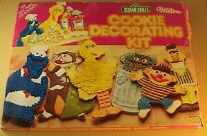SESAME STREET COOKIE DECORATING KIT With 6 Cutters Wilton Muppets With Box Oscar