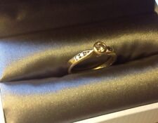 18ct Gold Ring with 0.2ct Champagne Diamond & White Diamond Shoulders Size M