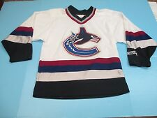 RARE VINTAGE NHL VANCOUVER CANUCKS CCM MEN'S SMALL SEWN WHITE HOCKEY JERSEY