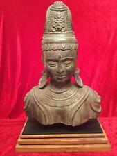 Personaje busto Buda Tara tempeltänzerin bronce en zócalo de madera 68 cm