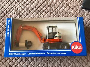 SIKU 3527 Véhicule Miniature Schaeff Excavateur Sur Pneus Neuf 1/50