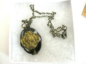 """Art Glass Pendant 1.5"""" x 1.25"""" w. Metal Cameo On 19"""" Silver? Link Chain Necklace"""